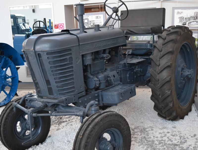 Музей истории трактора | Идеи простых решений